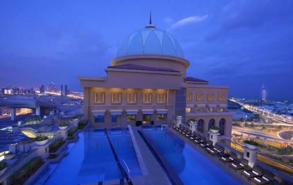 Piscine sur le toit de l'hôtel Sheraton  hôtels de Luxe à Dubaï