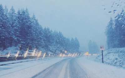 The Malahat is experiencing significant snowfall today (PHOTOS)