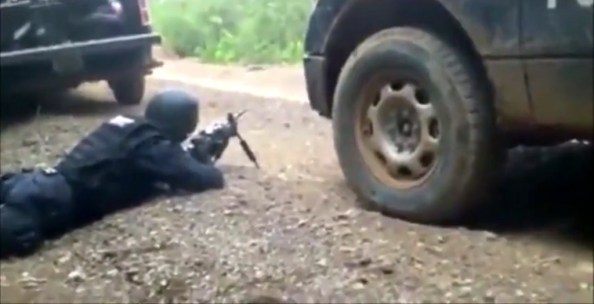 ET-la-police-mexicaine-prise-en-embuscade-par-un-groupe-arme