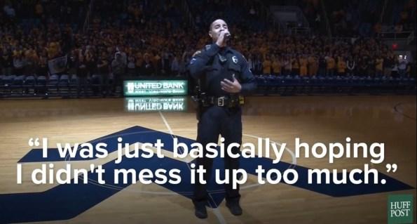 PERLES-a-la-derniere-minute-un-policier-chante-l-hymne-national-lors-d-un-match-de-basket