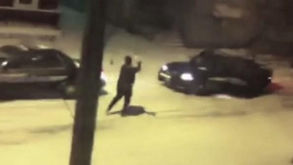 PERLES-des-policiers-font-une-bataille-de-boules-de-neige