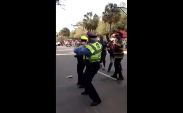PERLES-deux-policiers-de-la-nouvelle-orleans-dansent-comme-des-pros
