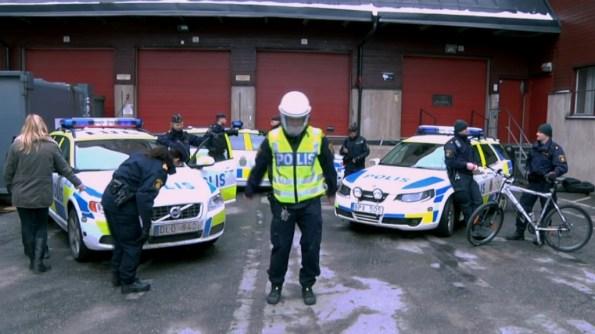PERLES-la-police-suedoise-se-met-au-harlem-shake
