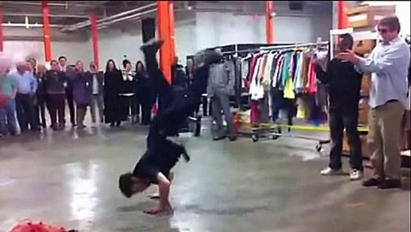 PERLES-un-policier-s-incruste-dans-une-battle-de-breakdance