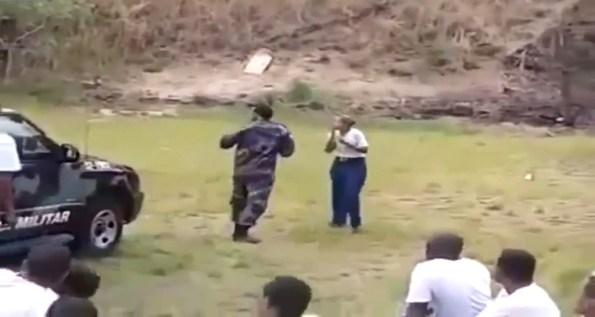 PERLES-une-policiere-bresilienne-s-entraine-au-lancer-de-grenade