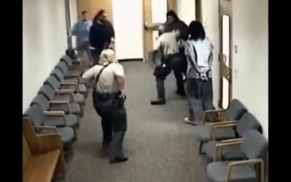 US-les-videos-de-police-les-plus-violentes-du-monde-1