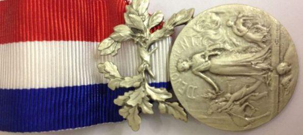 medaille-d-honneur-pour-acte-de-courage-et-de-devouement