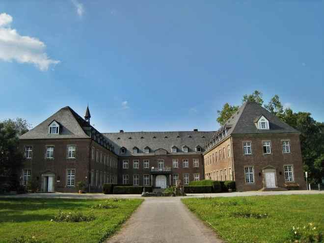 Seitwärtige Ansicht des Kloster Langenwaden