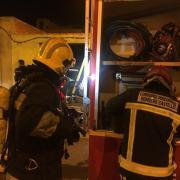Els bombers sufoquen un incendi que s'havia produït en un habitatge on no residia cap persona i no hi ha ferits