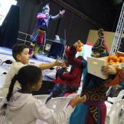 Nadalàndia acaba amb el popular simulacre de les campanades amb grillons de taronja