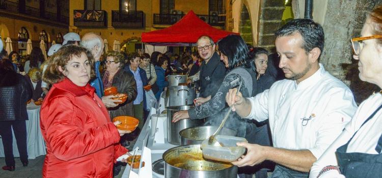 Més de mil cassoletes solidàries de l'Olleta repartides en la tradicional degustació