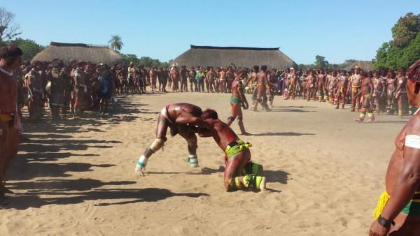 huka-huka fight closes the kuarup festivities
