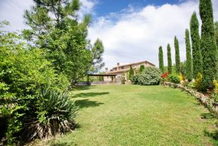 casa-rural-costa-brava-grupos-32-personas-piscina-privada-porche-barbacoa-villa-la-belladona-008