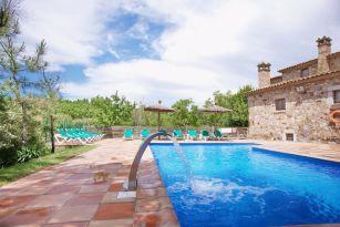 casa-rural-costa-brava-grupos-32-personas-piscina-privada-porche-barbacoa-villa-la-belladona-031