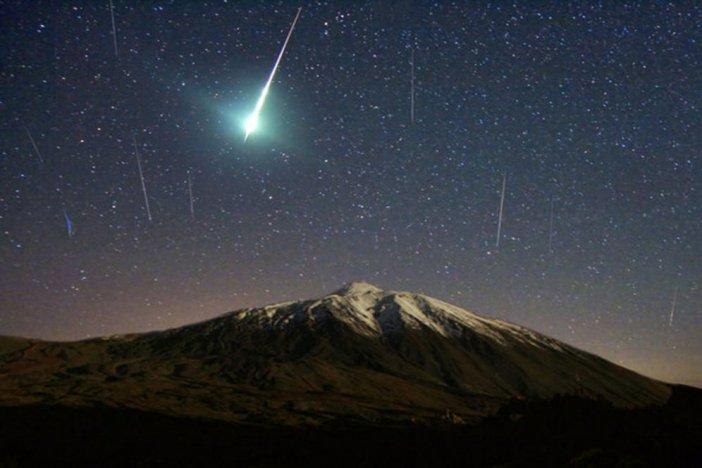 Meteor shower above the Teide Natural Park. / Photo: diariotierra.com