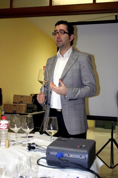 En la imagen Joaquín Parra, director del curso Gestion y Comercialización del Vino Español