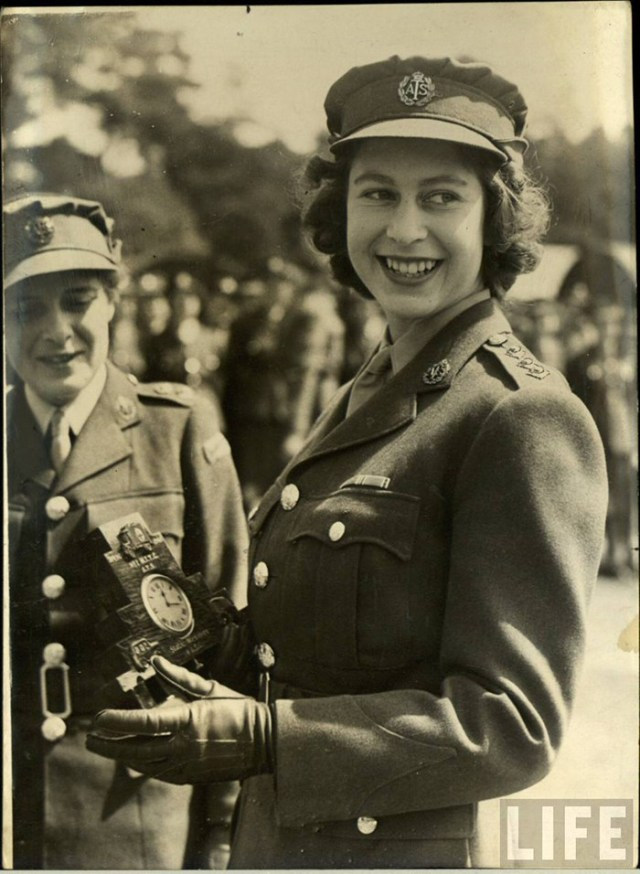 Queen elizabeth the 2nd 1940s