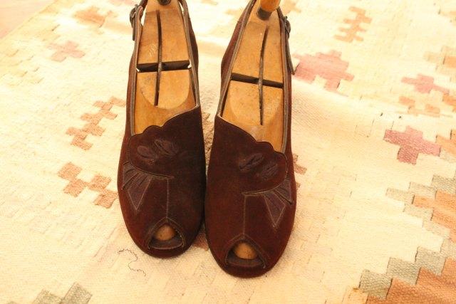 Vintage 1940s Shoes /// Chocolate Suede Peep Toes