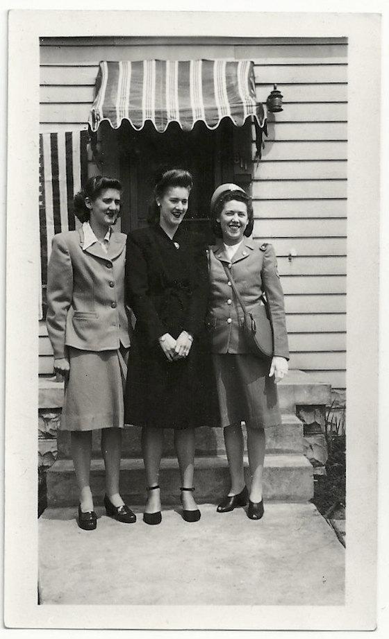 1940s-vintage-image-of-three-women