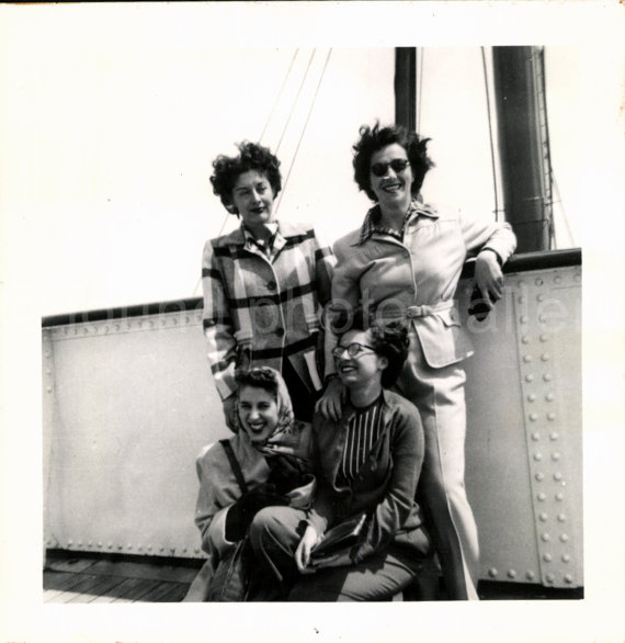 1950s-vintage-photo-of-women-on-a-cruise-ship