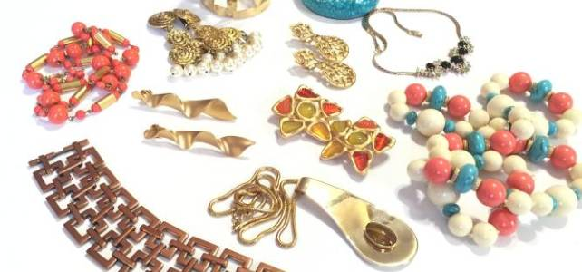 Buying Vintage and antique jewelry in Highland Park and Lake Forest