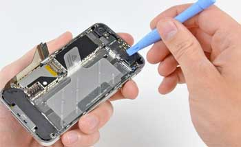 تفكيك الهاتف المحمول iPhone 4 يكشف عن 512 ميجابايت للذاكرة العشوائية