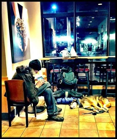 Perro-hombre-sin-hogar