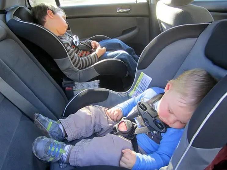 Niños-en-el-coche