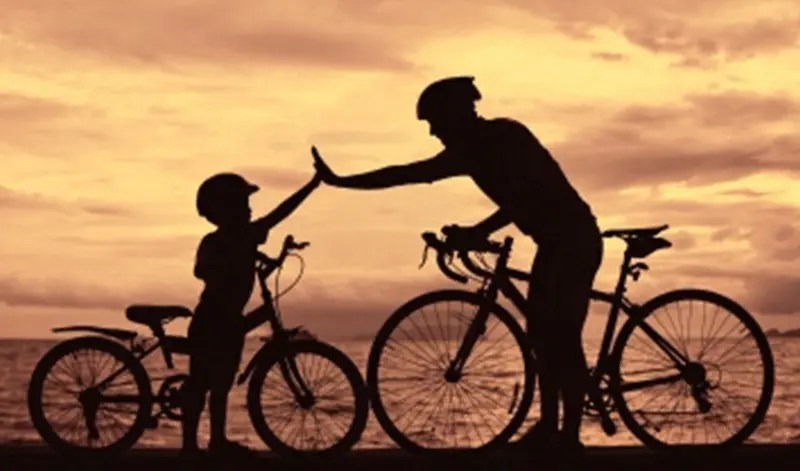 padre-hijo-bicicleta