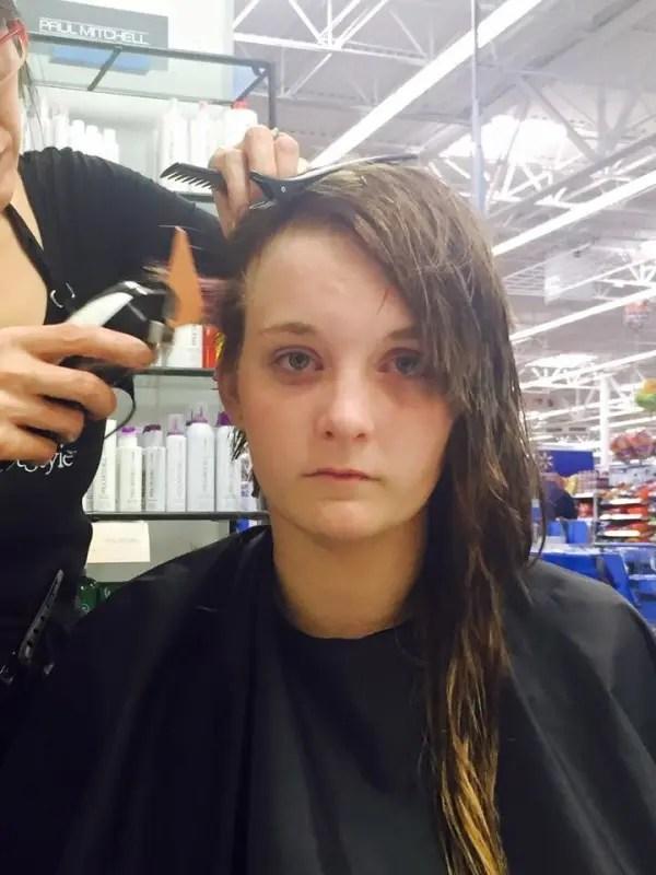 hannah afeita su cabeza 4