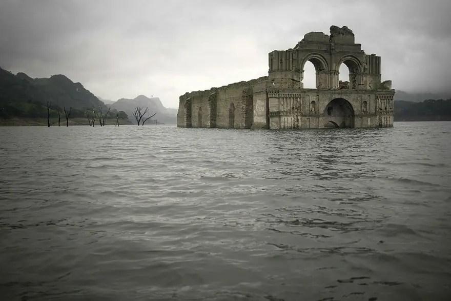 iglesia emerge de rio 4