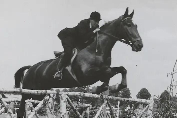 anciana-monta-caballo-2