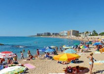 S'Abanell beach stretches from Sa Palomera to the mouth of the river Tordera, along Blanes' hotel district