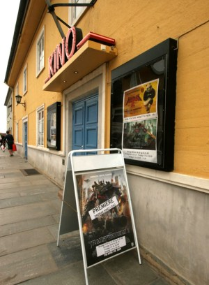 A modern, digital cinema in the middle of Drøbak.