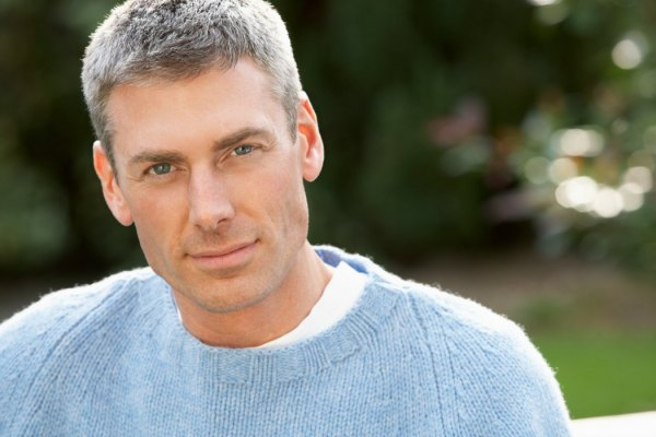 To dye or not to dye gray hair, one man´s dilemma