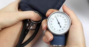 pressione alta sintomi cause rimedi naturali cosa mangiare e cibi da evitare ipertensione