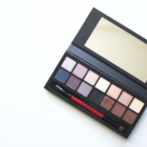 The Neutral Lovers Colourful Eyeshadow Palette
