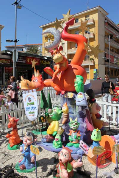benidorm falla els Trolls vivir en 2015