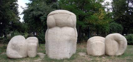 Legenda Dochiei sculptura in piatra de Gheorghe Iliescu Calinesti, Parcul Herastrau
