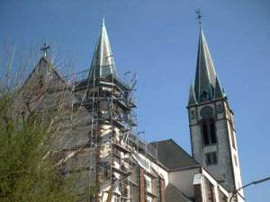 "Katholischen Pfarrkirche ""Maria Himmelfahrt"". (Bild: A.Hell; 2002)"