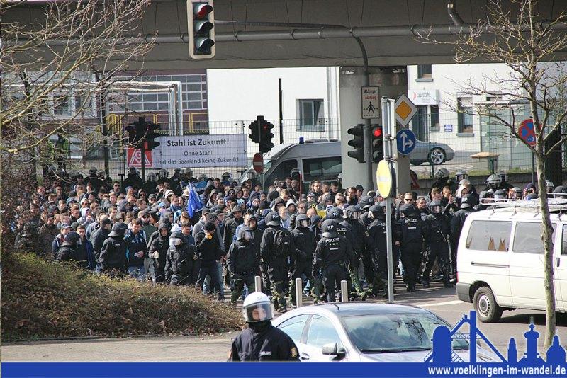 Die Polizei begleitete die Fans aus Mannheim bereits vor einem halben Jahr durch Völklingen (Foto: Hell)