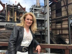 """Nicole im Weltkulturerbe Völklinger Hütte, während des Drehs zu ihrem neuen Musikvideo """"Zerrissenes Herz"""" Copyright: Michael Schorlepp"""
