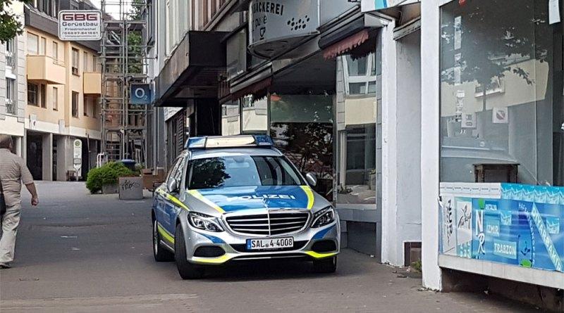 Polizeifahrzeug in der unteren Poststraße (Foto: Leser)