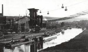 Die Schlackensandverladung an der Saar und Seilbahn Zur Backsteinfabrik Trockle um 1920. (Quelle: Saarstahl AG)