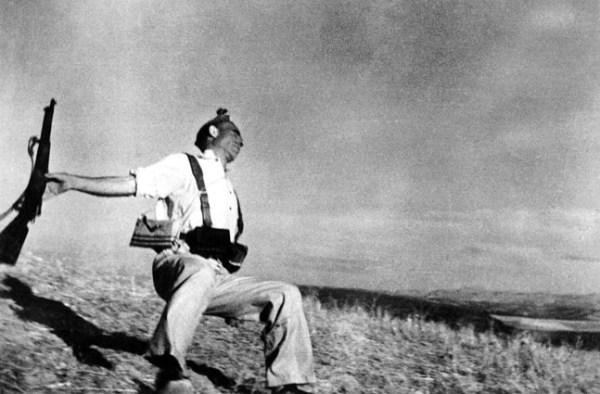Miliciano herido de muerte - Robert Capa