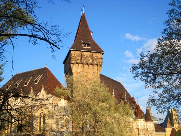 Château dans le Bois-de-ville