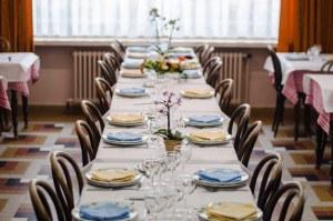 Notre restaurant peut accueillir des groupes jusqu'à 180 personnes.