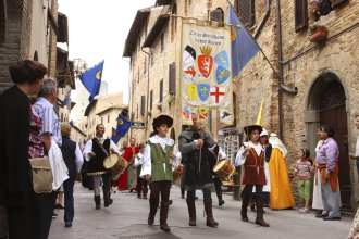 Coming to San Gimignano in June? You might think you're in the Middle Ages