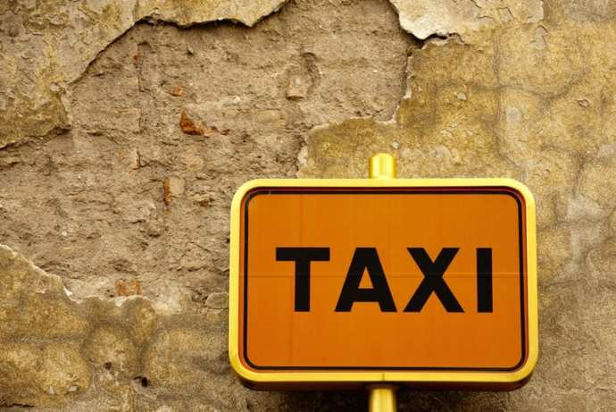 taxi sign italy rome drivers transfer