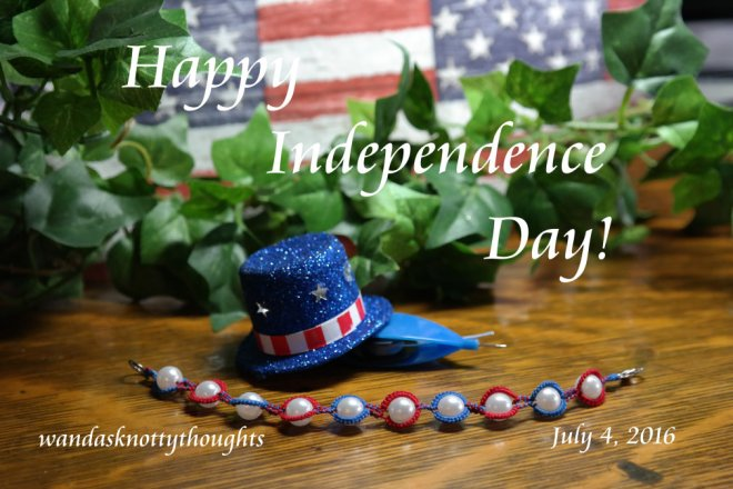 4th of July Bracelet made with Jane Eborall's Beaded LockChain pattern on wandasknottythoughts